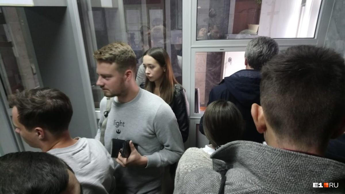 В Ленинском районном суде Екатеринбурга начался процесс над Владимиром Пузыревым, который сбил на Honda троих пешеходовна Фурманова