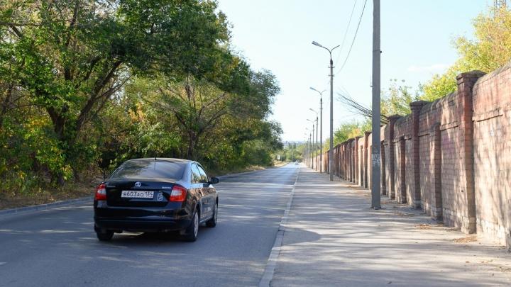 «Живем как на хуторе»: жители поселка Нижние Баррикады жалуются на дороги, транспорт и освещение