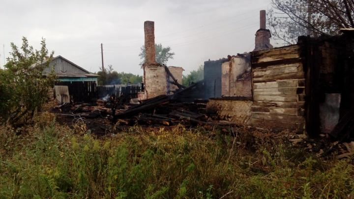 В Сафакулевском районе на пожаре погибли двое мужчин
