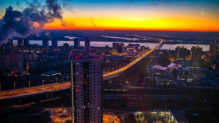 «Такой красоты пропустить не мог»: фотограф запечатлел с высоты морозный рассвет в Волгограде