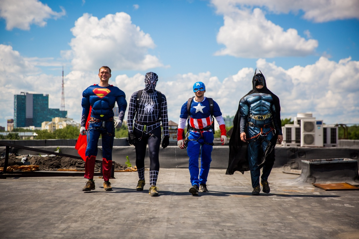 Супергерои готовы спуститься в палаты.Фото Александра Ощепкова