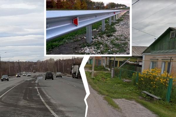 Единственную дорогу до города в районе Першино скоро перекроет металлический отбойник