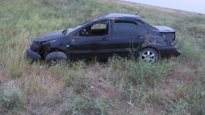 Оторвался ШРУС: Mitsubishi вылетел в кювет из-за внезапной поломки на трассе в Волгоградской области