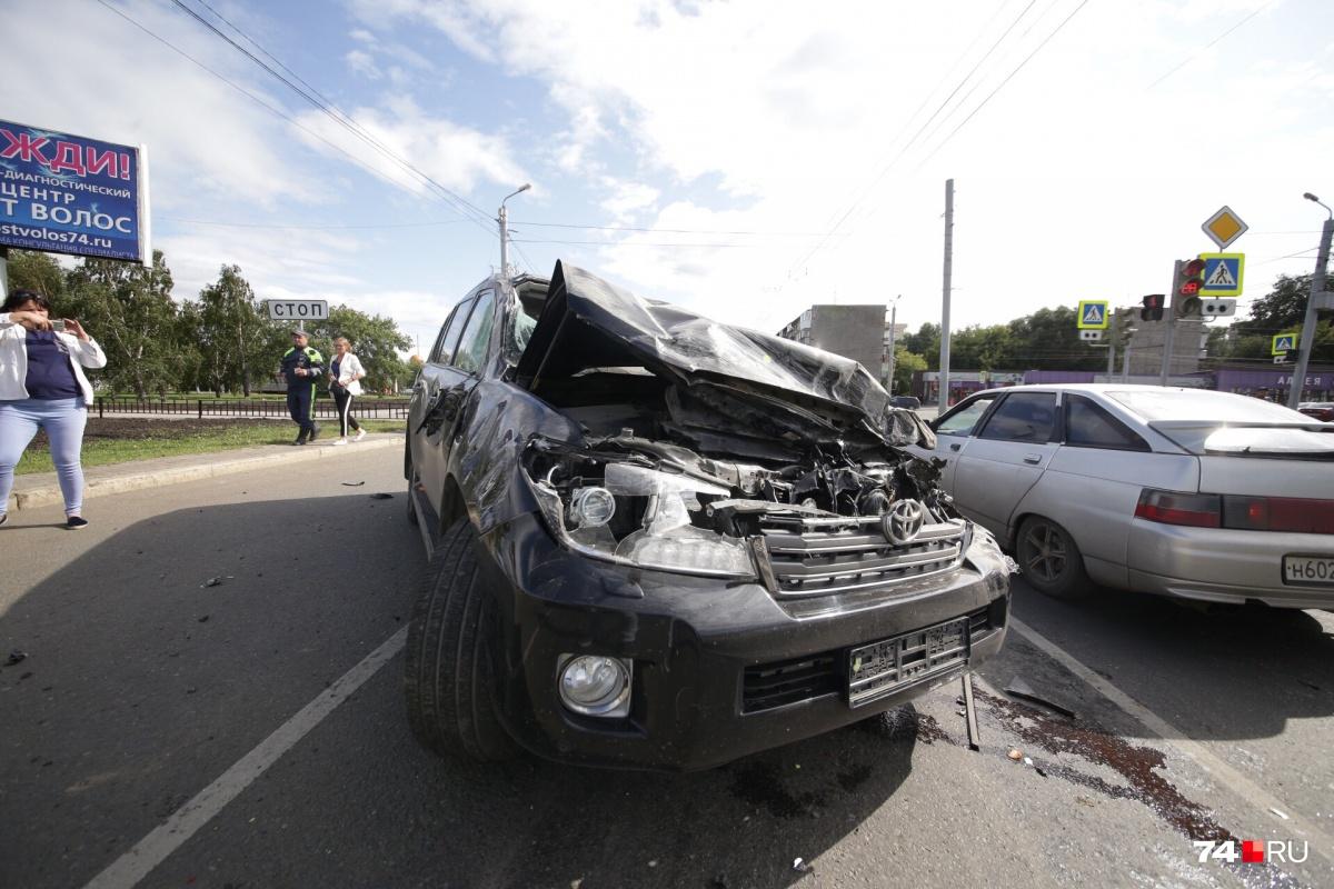 Авария произошла на пересечении Свердловского проспекта с улицей Труда