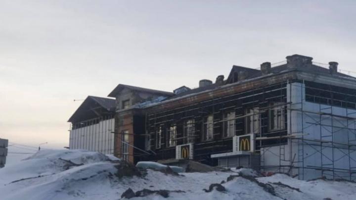 «Как на Кандагарской»: депутат указал на незаконную реконструкцию здания McDonald's на Волочаевской