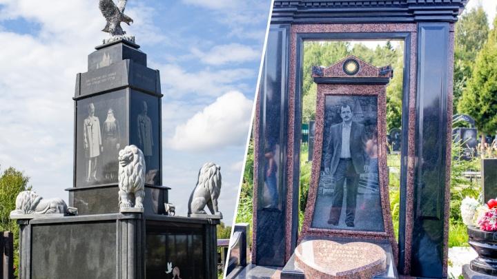 Памятники в полный рост, мраморные львы и джипы на надгробиях: 12 фото с езидского кладбища