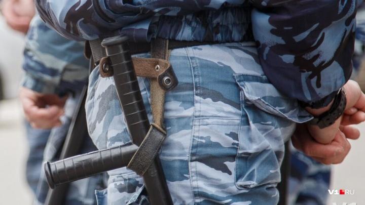 Больше 200 нарушений: в Волгограде сотрудники охранного предприятия незаконно носили оружие