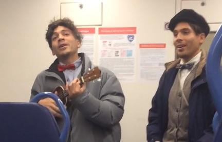 Странствующие аргентинцы пересели с электричек на автобусы и веселят пассажиров задорными песнями