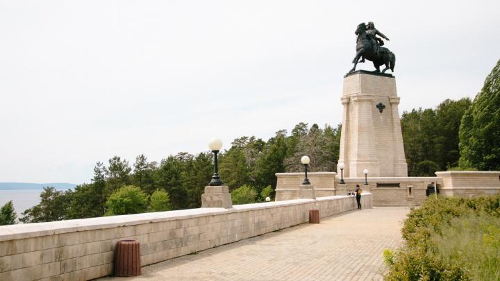 Памятник основателю Тольятти оснастят ночной подсветкой