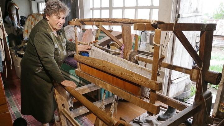 «Мой половик даже у Куйвашева есть»: ткачиха из Верхотурья наладила ковровый бизнес
