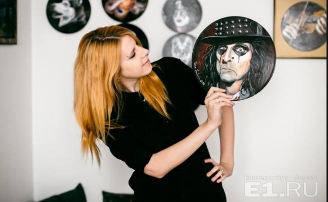 Вторая жизнь винила: екатеринбурженка рисует портреты музыкантов и собак на грампластинках
