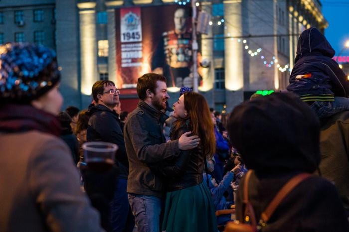 Новосибирцы на площади Ленина. Фото Ольги Бурлаковой