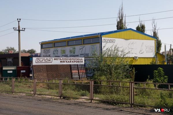 По мнению чиновников, магазин стоит на заповедной земле Волго-Ахтубинской поймы