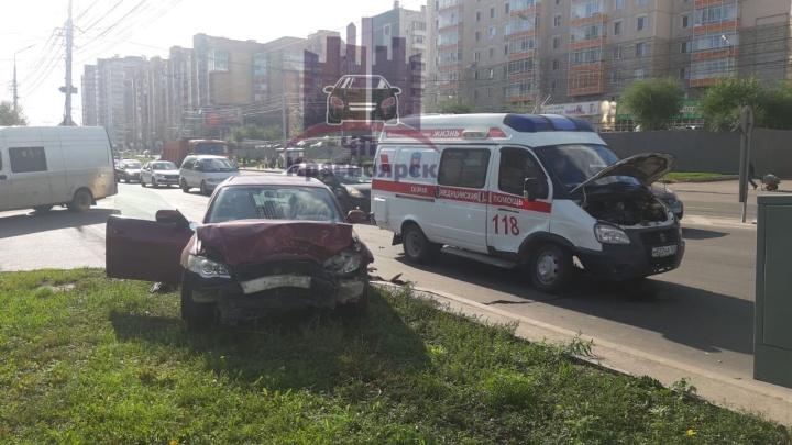 Скорая поворачивала через три ряда и устроила аварию с «Субару»