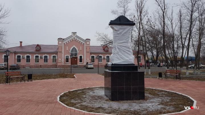 В память о погибших железнодорожниках: на станции Сарепта установили памятник и облагородили парк