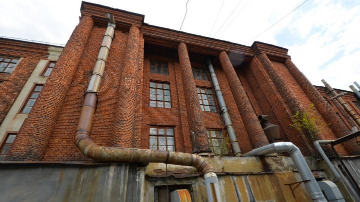 Общественники попросили признать памятником здание библиотеки во дворе Приборостроительного завода
