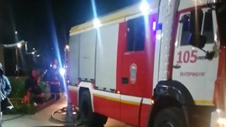 На Юго-Западе из-за пожара в квартире, которую сдавали в аренду, пришлось эвакуировать подъезд
