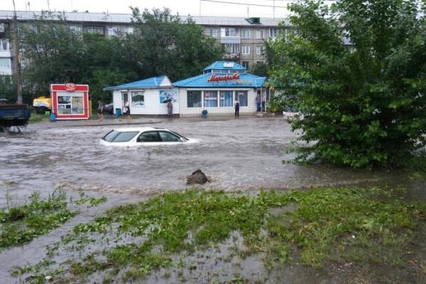 Последствия одного из летних ливней в Красноярске
