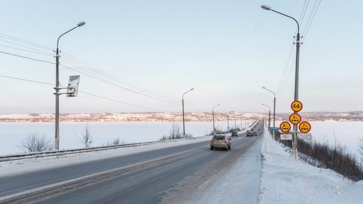 На Чусовском мосту временно ограничили проезд для автомобилей