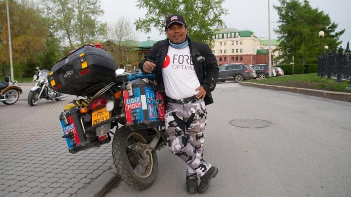 Рёв моторов и уральское гостеприимство: Екатеринбург встретил байкера-путешественника Рахима Ресада