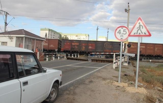 «Обломки пришлось убирать спецпоездом»: в РЖД рассказали подробности крушения грузовика на переезде