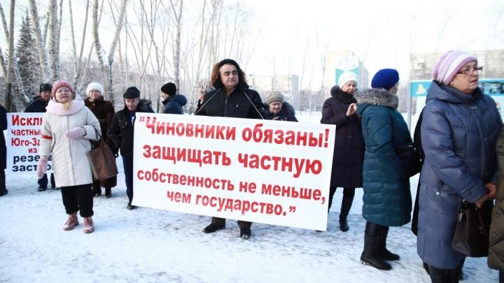 Цыганский поселок предложили приравнять к скверам и паркам: онлайн с митинга