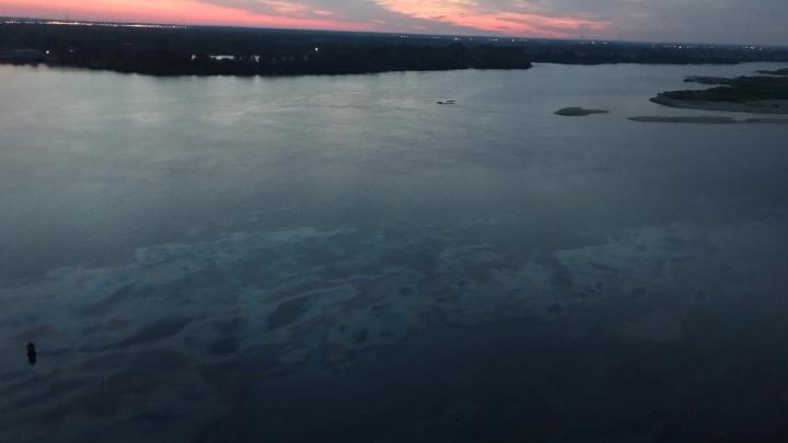 «Земля пропитана нефтью на 40 метров вглубь»: эколог о критической ситуации на Волге
