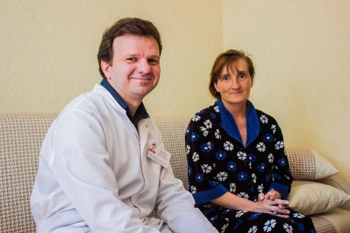 Хирург Дмитрий Ковинько вместе с командой ГКБ  № 25  сделал две операции, которые спасли жизнь Людмиле Набоко