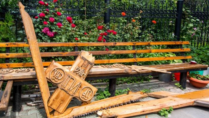 «Будем собирать деньги на каменный»: волгоградские священники хотят заменить изрубленный крест