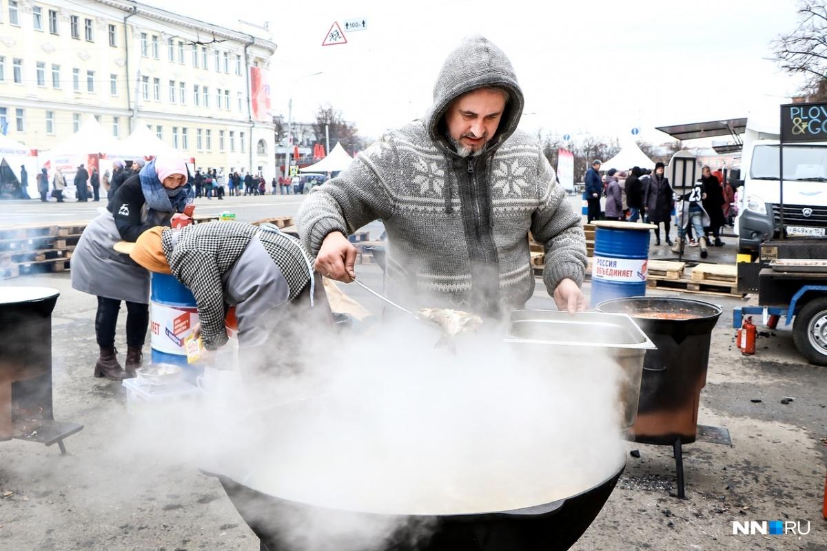 Сегодня на площади Минина можно отведать интересных блюд
