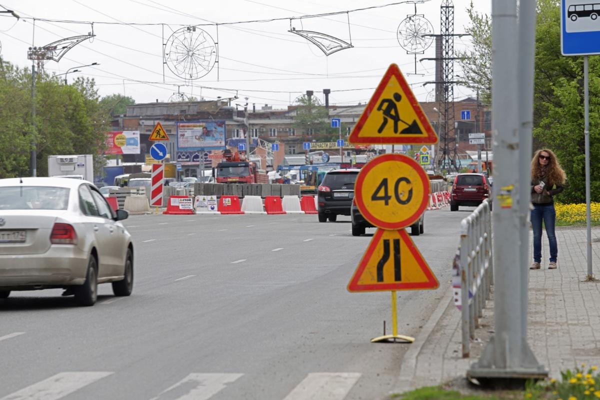 На улице Доватора уже сузили проезд машин