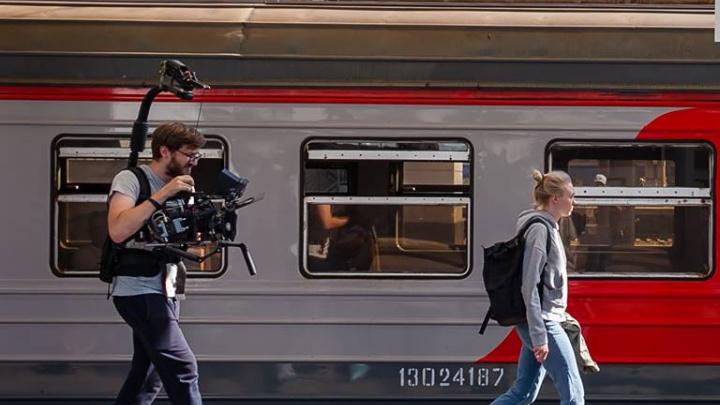 Двое суток будут петь песни и погуляют по Волгограду: уральский режиссёр снимет мюзикл в плацкарте
