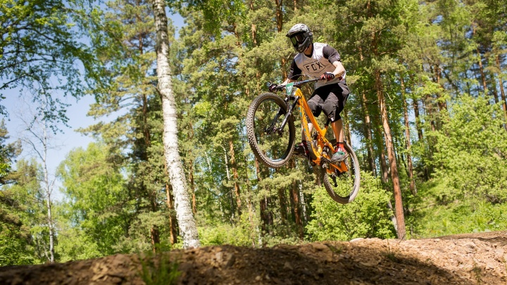 Экстремальный Алтай: знаменитый курорт приглашает на соревнования по спуску с горы на велосипеде