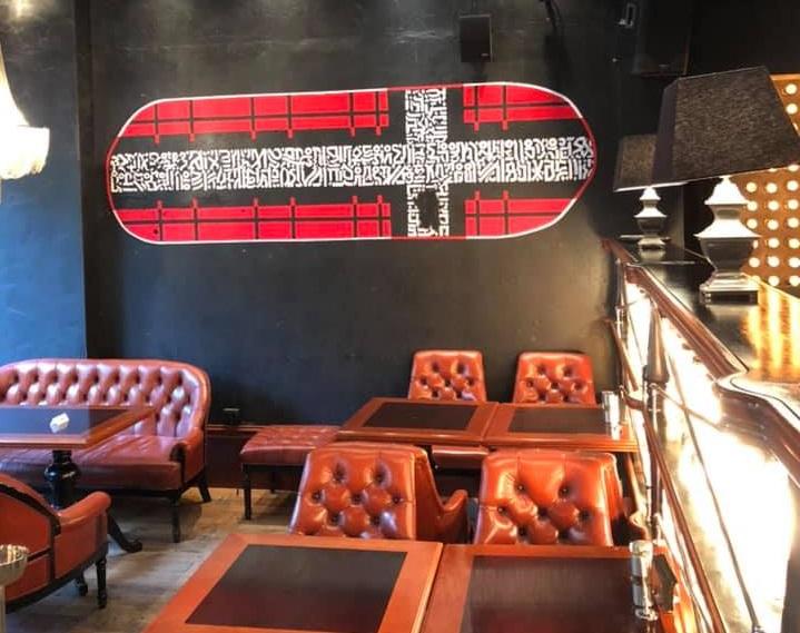 Копию граффити разместили в баре на стене чтобы не оскорбить верующих