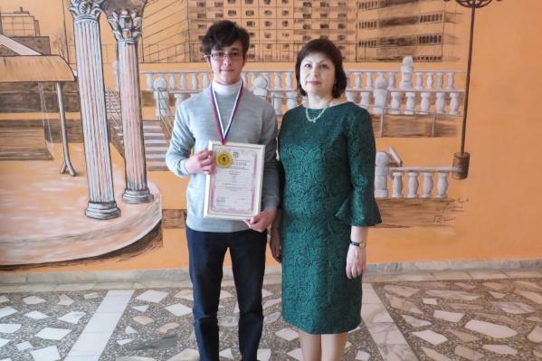 В этом году Артём также победил на региональной олимпиаде по английскому языку