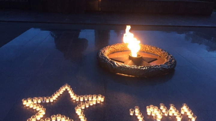 Уфимские мотоциклисты в день скорби выложили звезду из свечей