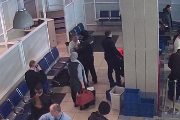 Мужчина затеял дебош в зоне досмотра аэропорта Толмачёво