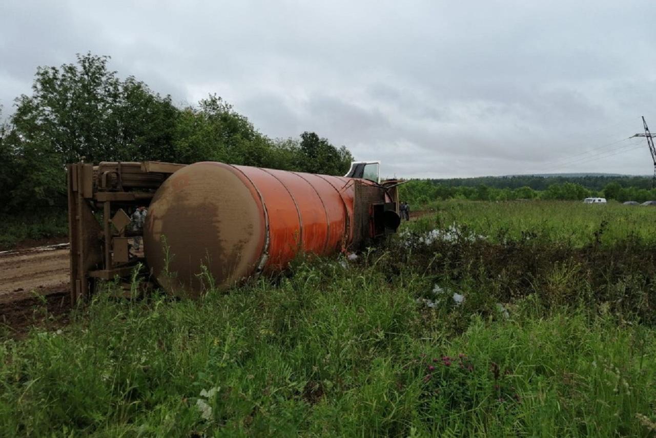 Нефть разлилась на площади в 200 метров