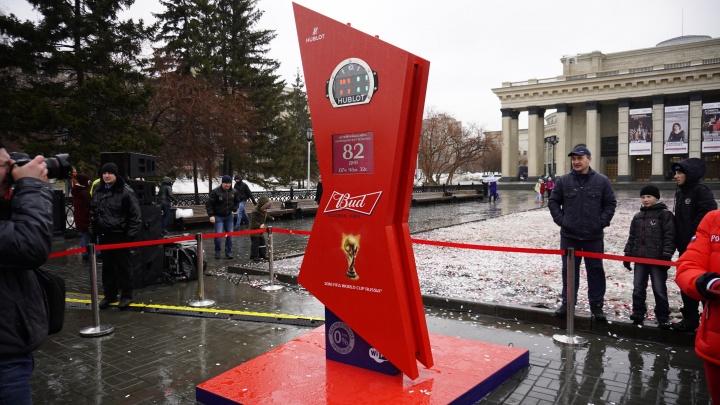 На площади Ленина установили гигантские часы с обратным отсчётом времени