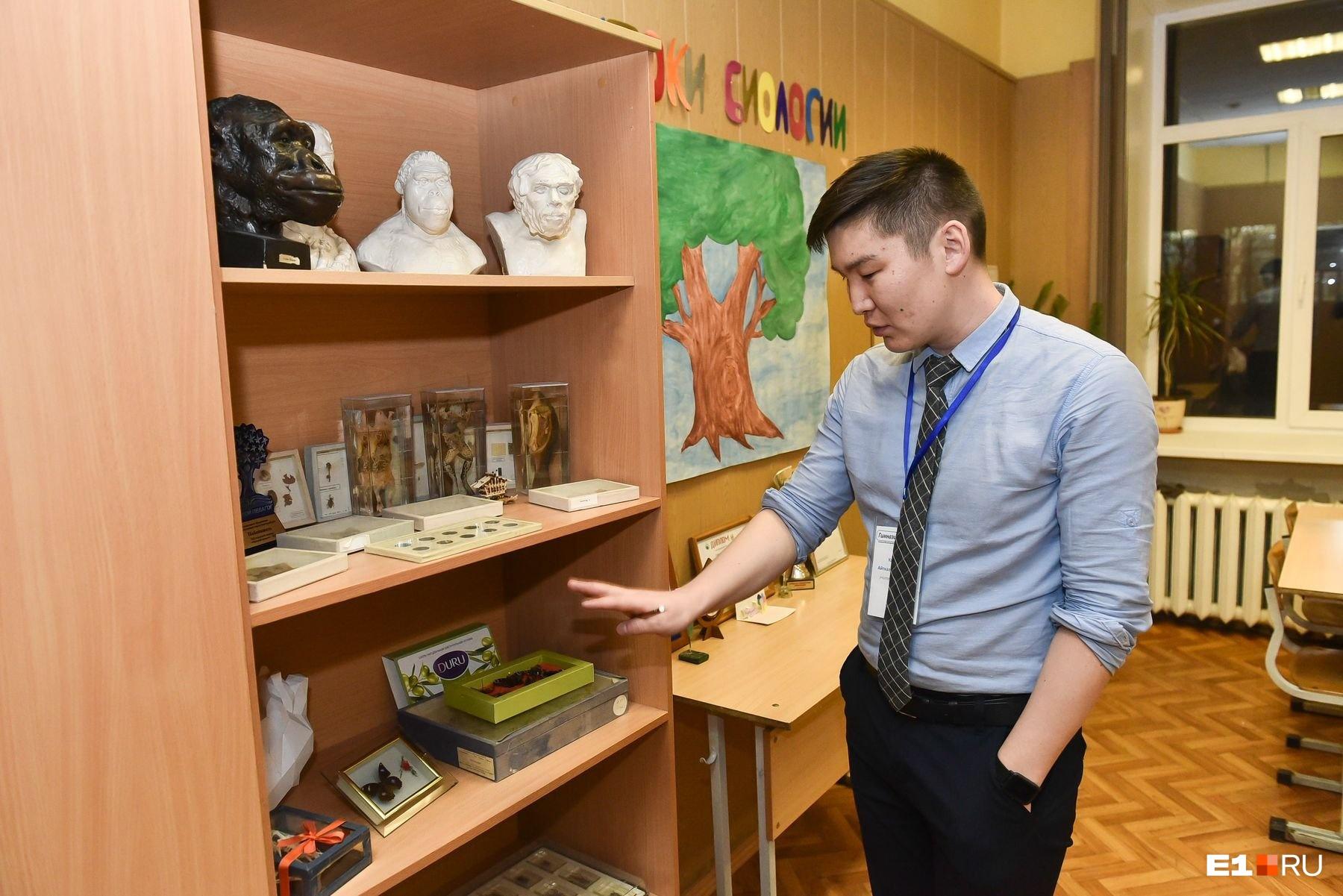 В гимназии, где преподает Айткали Каминов, биология входит в топ-3 предметов, которые выбирают для ЕГЭ
