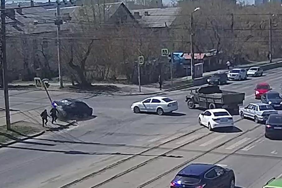 Авария произошла днём 14 мая на пересечении улиц 1-й Пятилетки и Артиллерийской