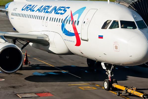 Три пассажира устроили в салоне самолёте дебош
