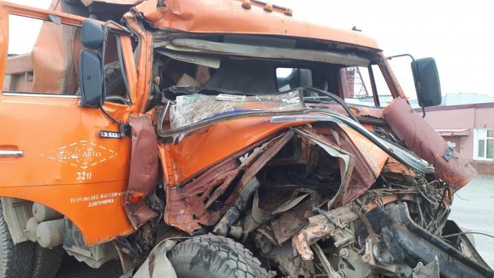 В Прикамье водитель пострадал в ДТП с участием двух КАМАЗов