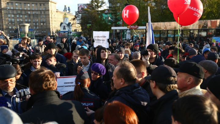Сторонники Навального пришли на несогласованный митинг в Первомайском сквере (обновлено)