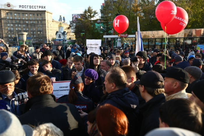 Сторонники Алексея Навального собрались к 17:00 в Первомайском сквере