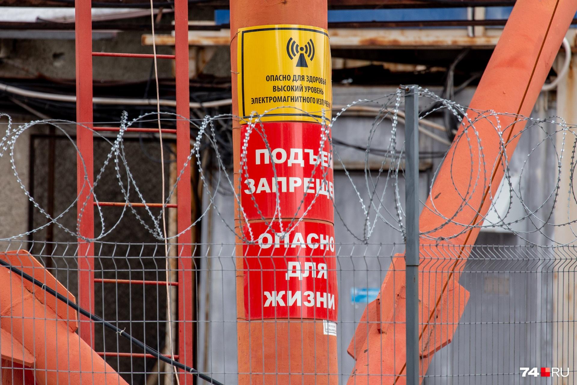 Вход на режимный объект разрешён только инженерам со специальным допуском