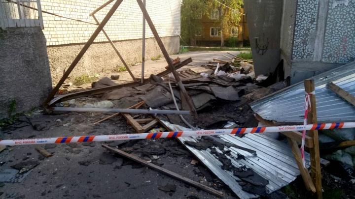 В Маймаксе рабочий умер, упав с крыши девятиэтажного дома