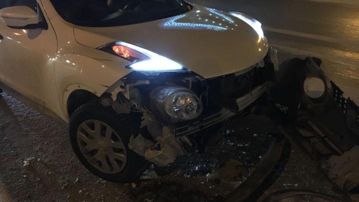 Водитель Ford Focus устроил ДТП с участием трёх машин в Октябрьском районе