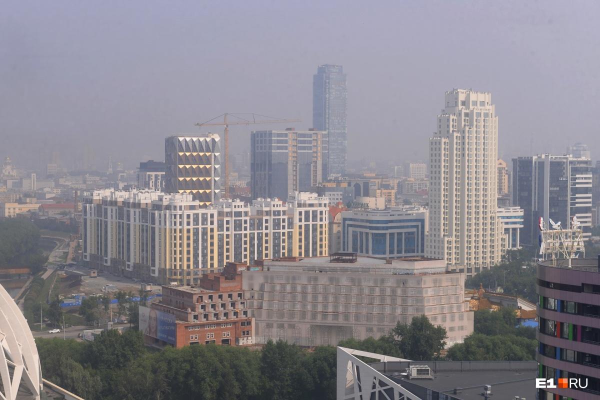 Город прячется в дымке