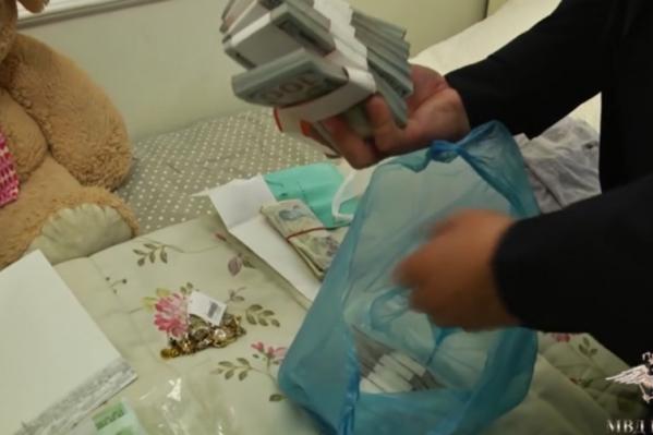 Ранее в доме гендиректора нашли миллионы в рублях, долларах и евро